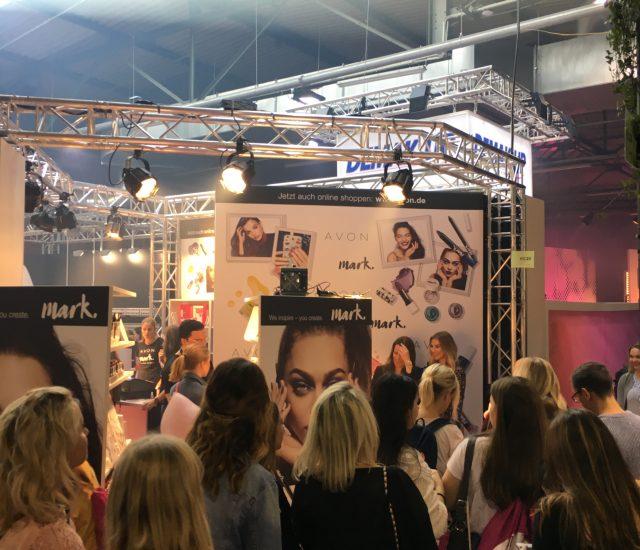 Beautynistas, Blogger, Brands: AVON präsentiert sich erfolgreich auf der GLOW
