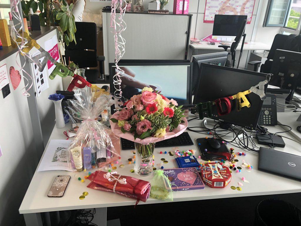 AVON Geburtstag Büro