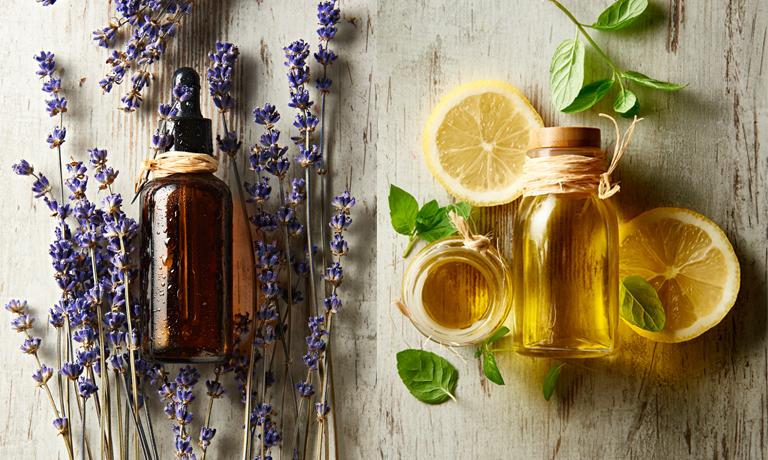 Aromatherapie hilft dabei, die Batterien wieder aufzuladen, zu entspannen oder leichter und besser zu schlafen