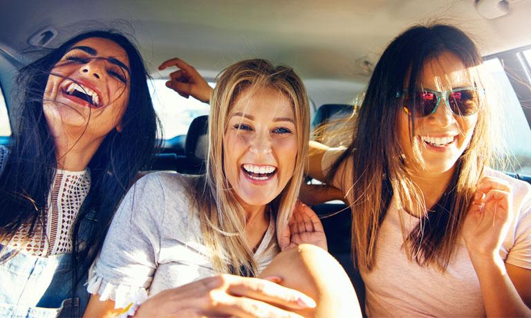 Energie tanken - Lachen mit den Freundinnen bis der Bauch weh tut