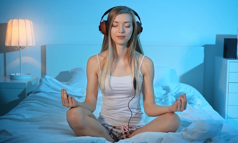 Zeit zum Runterkommen einplanen - beispielsweise mit einer Meditation