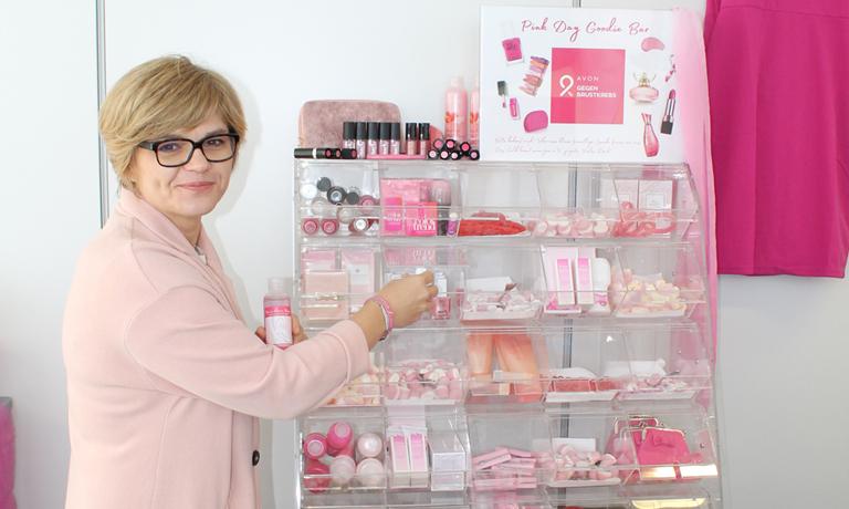 AVON-Geschäftsführerin Nina Sebecic-Crnolatac unterstützt den Pink Day