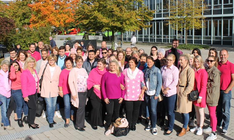 Pink October bei AVON - letzten Freitag haben sich alle MitarbeiterInnen der deutschen Niederlassung über das Thema Brustkrebs informiert und gelernt, dass zur Selbstfürsorge auch die Selbstabtastung gehört
