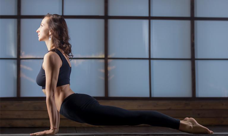 Yoga oder Qigong fordern den Körper, rauben ihm aber nicht den Schlaf