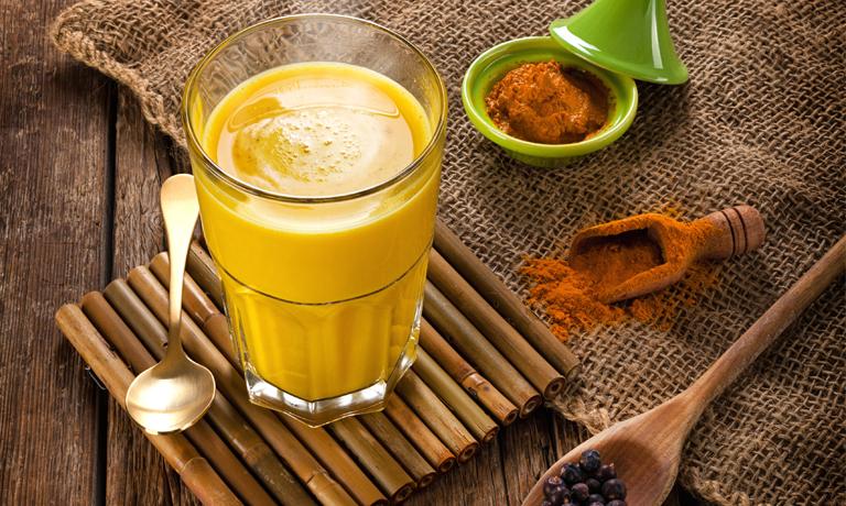 Immunsystem stärken: Goldene Milch für die Gesundheit